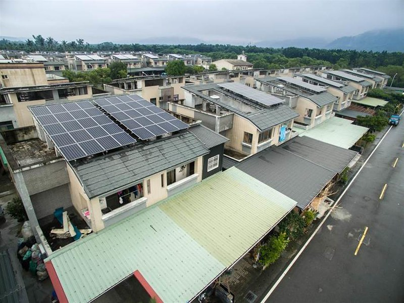 地面型難推 2025太陽能屋頂目標上調一倍